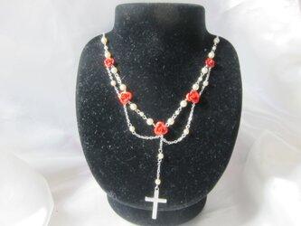 バラと十字架のロザリオ風ネックレスの画像