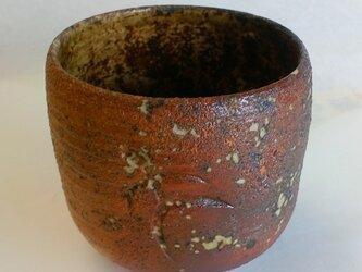 小ぶり 石飛赤の抹茶茶碗の画像