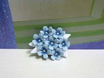 手刺繍ブローチ*青花の画像