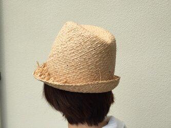 木型でできた中折れ夏ハットの画像