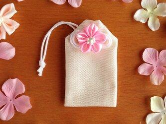 元巫女が作る花のお守り袋の画像