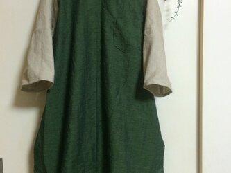 ボートネックのシャツワンピの画像