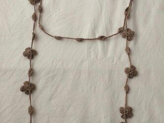 夏糸の小花と玉のラリエット サンドベージュの画像