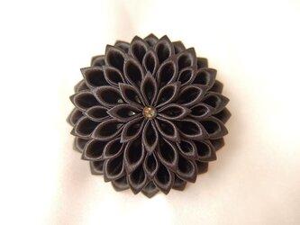 黒いお花のクリップ&コサージュ middleの画像