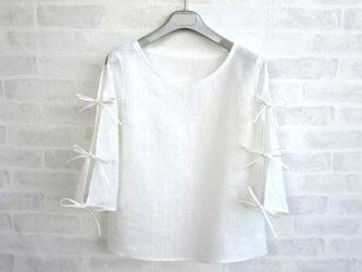 スリット袖の涼しいブラウス・オフホワイトの画像