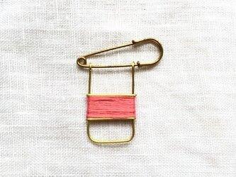 ブラスラインブローチ pinkの画像