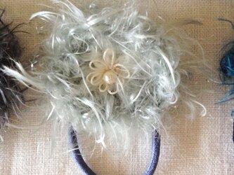 【★SALE★】小さいふわふわお花のヘアゴム【SnowBlue】の画像