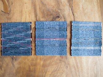 長く使える裂き織りコースター 青色・木綿 柄違い3枚セットの画像