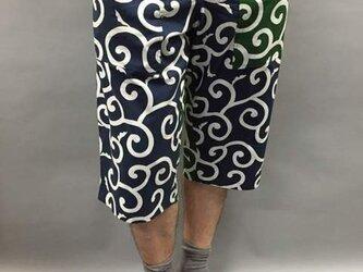 和柄ショートパンツ唐草模様(緑×紺)の画像