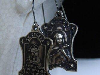 真鍮ブラス製 テレジア・家紋型フープピアス1個/耳に通す部分=チタン製の画像