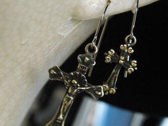 真鍮ブラス製 クロス・十字架型フープピアス1個/耳に通す部分=チタン製の画像