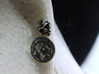 真鍮ブラス製 コイン・スカル型ポストピアスどちらか1個/耳に通す部分=チタン製の画像