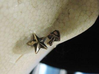 真鍮ブラス製 キノコ・スター星型ポストピアスどちらか1個/耳に通す部分=チタン製の画像