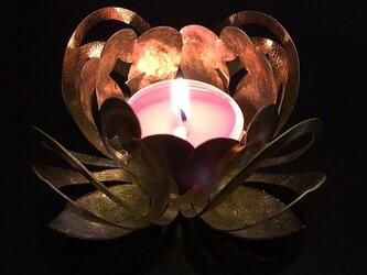 蓮型の真鍮キャンドルホルダー [ ハスアカリ ]の画像