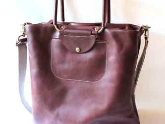 可動ハンドルの2wayレザーバッグ。の画像