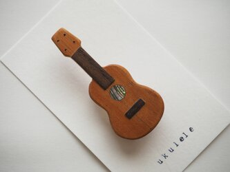 送料無料☆楽器と同じ材料で制作したukuleleブローチ アバロン貝verの画像