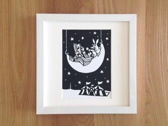 切り絵のサーカス「ウサギと」の画像