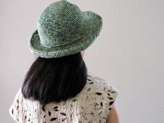 夏のお帽子 草原の風の画像