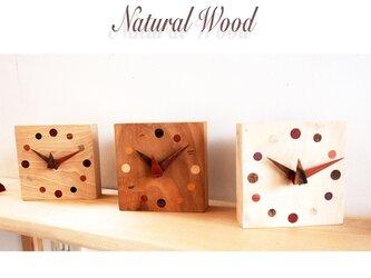 自然木埋め木の置き時計の画像
