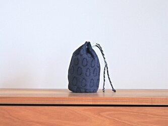 ハーフリネンの丸底巾着(S)/ブルー(0の点滅柄)の画像