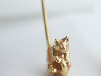 猫のイヤーカフ(アンティークゴールド)の画像