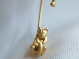 猫のイヤーカフ(マットゴールド)の画像