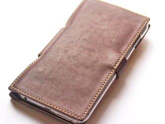 フリップ型のレザーiPhone6sPlusケース。の画像