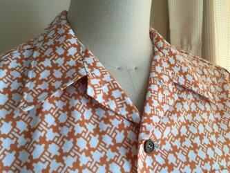 浴衣シャツ(メンズ向け・Lサイズ)茶色の柄の画像