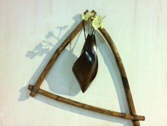 いぶし竹と繭形吊り一輪ざしの画像