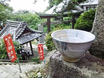 べージュの流水紋茶碗の画像