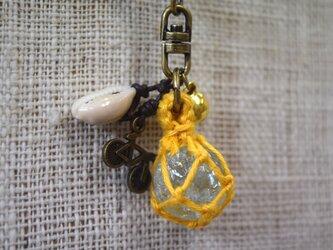 ビー玉のキーホルダー(黄)の画像