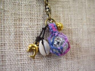 ビー玉のキーホルダー(団染:紫)の画像
