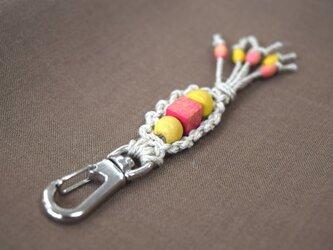 ヘンプのキーホルダー(黄×ピンク)の画像
