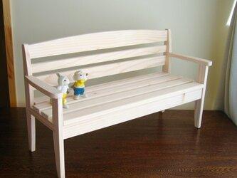 ダッフィー、シェリーメイ、ジェラトーニにぴったりのベンチの画像