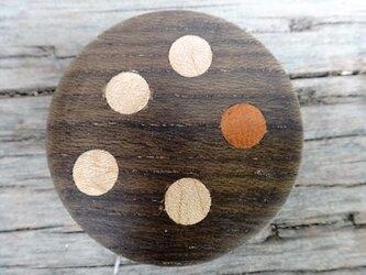 神代欅の水玉木ボタンの画像