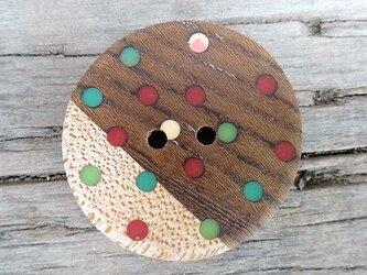 バイカラーの水玉木ボタンの画像