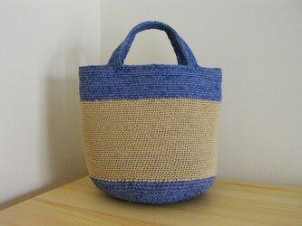 裂き布とエコアンダリヤ編みのラウンドミニトート ブルーの画像
