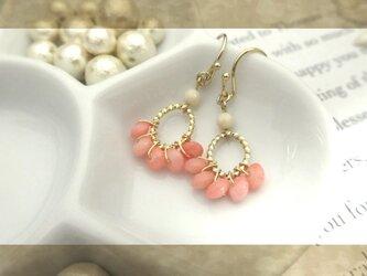 ピンク色の珊瑚b pierce・earingの画像