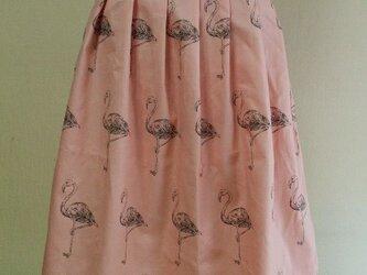 前&後ろ7本タック入りAラインスカート 65cm丈 Mサイズ  綿100% ピンク地×フラミンゴ柄 受注生産の画像