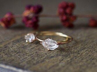 原石のハーキマーダイヤモンドのリングの画像