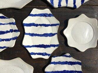 マットホワイト波丸リム皿の画像
