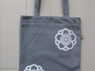 家紋シリーズ 藍染め縦長バッグ 「中かげ八重向こう梅」の画像