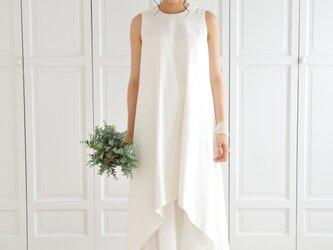 ホワイトデニムとチュールのウエディングドレスの画像