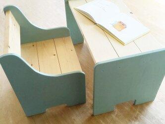 子ども用 机と椅子のセットの画像