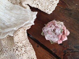 布花ブローチ 淡いピンクのお花畑の画像