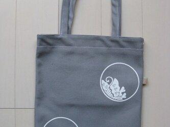 家紋シリーズ 縦長バッグ 「糸輪に覗き揚羽蝶」の画像