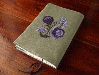 難あり◆紫花刺繍の文庫本ブックカバー グリーンの画像