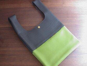 シュリンクレザーのお散歩バッグ..チョコ×黄緑 リバティポケット Small Susanna(スモール・スザンナ)の画像