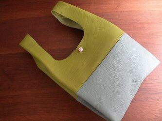 シュリンクレザーのお散歩バッグ.黄緑×薄水色 リバティポケット Claire-Aude(クレアオード)の画像