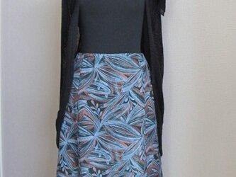ボタニカル柄のフレアースカートの画像